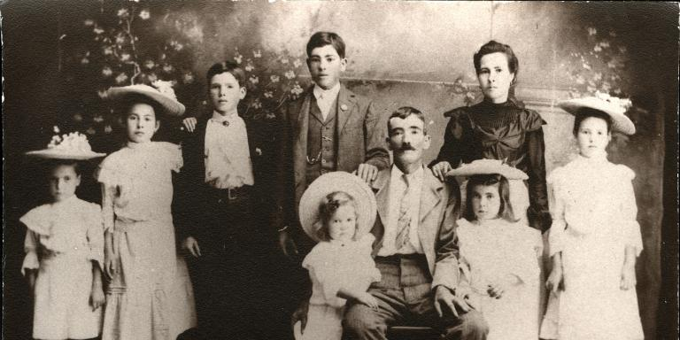 Jose Anaya and his family in 1907